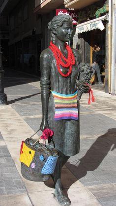 yarn bomb.Urban Knitting Ateneu