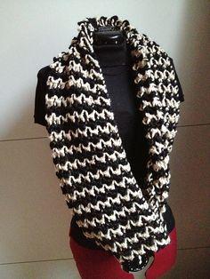 Free Pattern: Zebra Cowl by Caroline Wiens