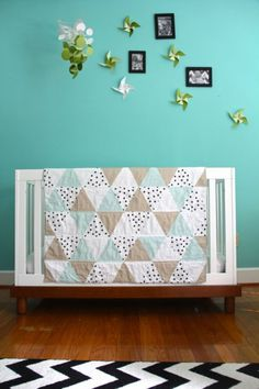 Adorable triangle quilt-I love the polka dot fabric in this composition!