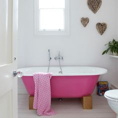 a pink bathtub!