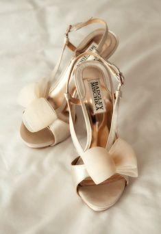 gold weddings, fashion shoes, wedding shoes, heel, bridesmaid, bow, wedding planners, badgley mischka, bride groom