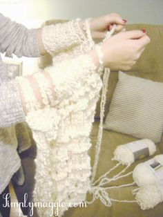 """Arm knitting"" - a blanket that supposedly only takes an hour to knit."