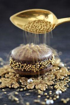 Gold ~ Chelli Godiva sprinkl, gold macaroons