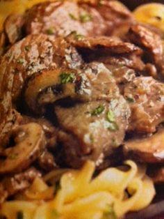 Easy crockpot recipes: Beef Stroganoff Crockpot Recipe