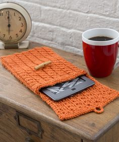 Cabled e-Reader Cozy Knitting Pattern | Red Heart