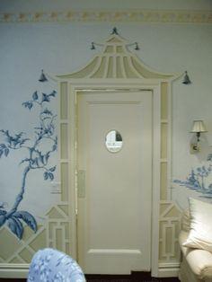 Great Chinoiserie detail,Pagoda door!