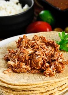 11 Skinny Crock Pot Recipes! Like the Skinny Crock Pot Carnitas Recipe! Perfect for a healthy mexican meal! Repin to get this carnitas recipe and 10 other crock pot breakfast, lunch, dinner, snacks, and dessert recipes!