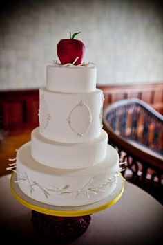 snow white theme wedding