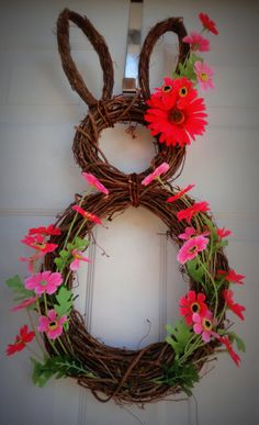 Love this grapevine wreath made into a rabbit.  Will have to make a few of these.