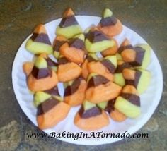 Halloween Recipes - Candy Corn Poppers #desserts #food #halloween #holiday #ideas #recipes #cute