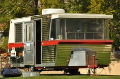 Hip,1960 Holiday House trailer