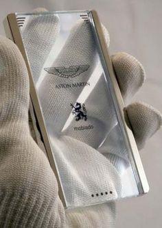 Aston Martin Cellphone (Moviado)