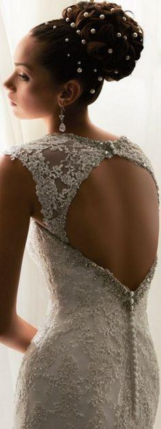 Acconciatura di grande effetto per una sposa moderna