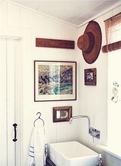 island cottage bathroom
