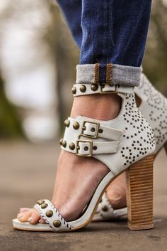 OMG are you kidding me??? I want these shoes!!!