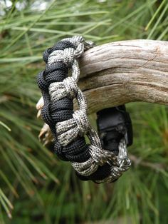 Interlocking Weave Paracord Bracelet