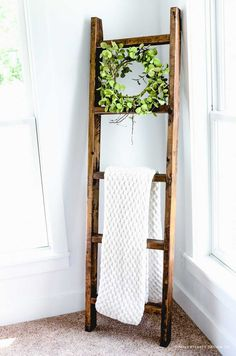 DIY Wood Blanket Ladder #farmhouse #farmhousestyle #fixerupper #fixerupperstyle #farmhousedecor #diyfarmhousedecor #diydecor #easydiydecor #woodprojects #2x4posts