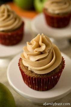 Apple Chai Cupcakes - Delicious spiced cupcakes with an apple filling and topped with a delicious chai buttercream.  YUM!