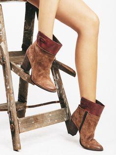 """""""Fascinate"""" - Seychelles Footwear"""
