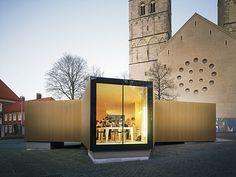 "Temporary workshop clad in gold | The golden pavilion is a temporary workshop. It supplements the exhibition on ""Golden Splendor – Medieval Treasury Art in Westphalia"" in Münster"