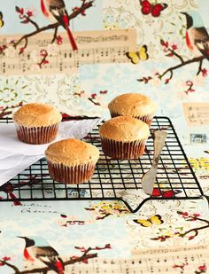 Spiced apple cupcakes with maple syrup buttercream. #food #autumn #cupcakes