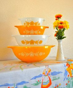 Set of Butterfly Vintage Pyrex Serving Bowls