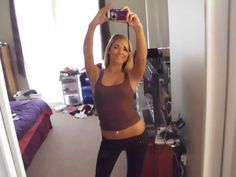 This photo makes my hips look big! Gah! | Girls Looking Good