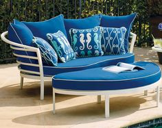 Lounging by yourself or with someone special, our Kissimmee Cuddle Chair offers optimal comfort for both.