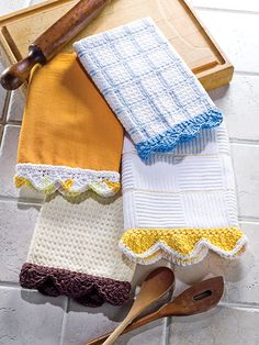 Free directions to make crochet edgings on dish towels. Great for a quick gift.Crochet Edgings for Dish Towels