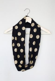 DIY no sew polka dot infinity scarf (made from a tshirt!)