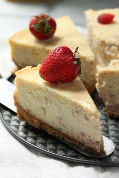 Roasted Strawberry Greek Yogurt Cheesecake #lighterrecipes