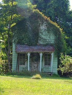 Abandoned House, Hunter Mill Road, Vienna,Virginia (Either The House Is leaning or Built On A Hill)