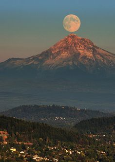Moonrise over Mt. Hood (taken from the Pittock Mansion in Portland's west hills) - Oregon - I want to go here!!!