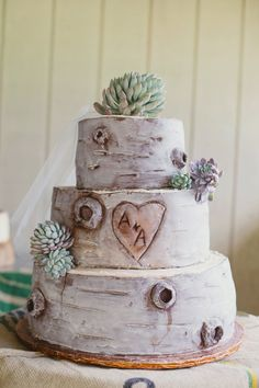 Tree carving initials cake <3 Photography by closertolovephotography.com  Read more - http://www.stylemepretty.com/2013/08/13/backyard-pennsylvania-wedding-from-closer-to-love-photography/