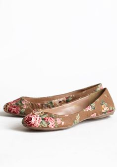 Roses In The Garden Floral Flats 32.99