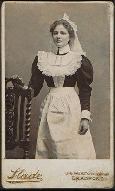 :::::::::::: Antique Photograph ::::::::::::  Edwardian House Maid.