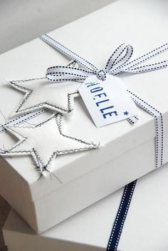 Noelle #blue #white #gift #wrapping #presents #packaging #christmas #simple #ribbon #box