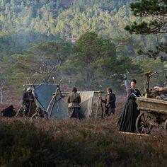"Angus Mhor (Stephen Walters), Claire Randall (Caitriona Balfe), Jamie Fraser (Sam Heughan), Murtagh Fitzgibbons (Duncan Lacroix), and Rupert MacKenzie (Grant O'Rourke) in Outlander on Starz | Episode 105 ""Rent"" via Yahoo"