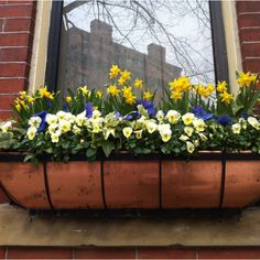 Love a copper window box - doesn't even need flowers
