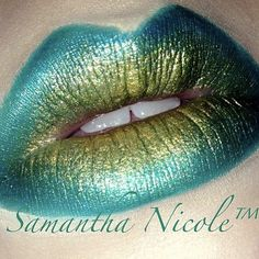 Marvelous teal and metallic gold lips by Samantha using Sugarpill Darling and Goldilux loose eyeshadows.