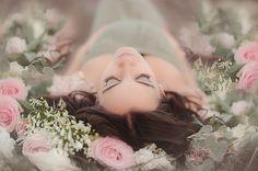 Enchanting Spring Maternity Shoot