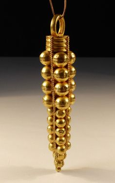 Magnificent Roman Gold Pendant in the form of graduated spheres representing grapes, beautifully held together with fine filigree gold wire, 2nd century A.D.