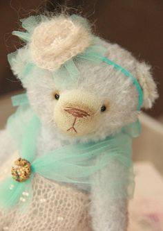 Hey, I found this really awesome Etsy listing at https://www.etsy.com/listing/172871653/artist-teddy-bear-ooak-vintage-mohair