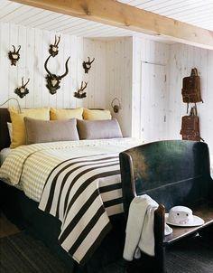 cabin, rustic bedrooms, beds, antler, guest bedrooms, bench, guest rooms, stripe, boy room