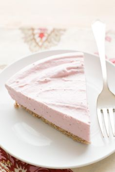 Strawberry Ice Cream Cone Pie tastes just like an ice cream cone! recipe by Barefeet In The Kitchen