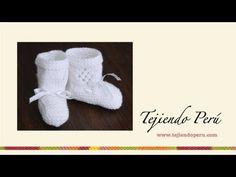 Zapatitos con rombos calados para bebé tejidos en dos agujas o palillos