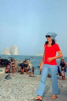 Jackie Kennedy à Capri: http://www.vogue.fr/mode/inspirations/diaporama/une-plage-une-icone/5665/image/405010#jackie-kennedy-a-capri
