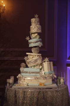 Snowflakes + Pearls + Topsy turvy = Most amazing cake ever. <3