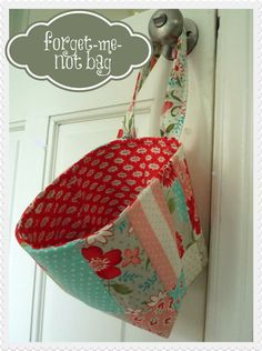 Forget-Me-Not bag. For all those small things I need to remember on my way out the door. I love this idea... I usually use a grocery bag, but having a pretty bag would be nicer :)