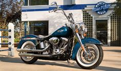 2015 Harley-Davidson® Softail® Softail® Deluxe Motorcycles Photos & Videos - Gorgeous! I just love that Hard Candy Cancun Blue Flake paint.